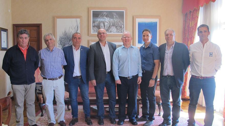 En la imagen, un momento de visita de una delegación científica y técnica de TMT realizada al Cabildo