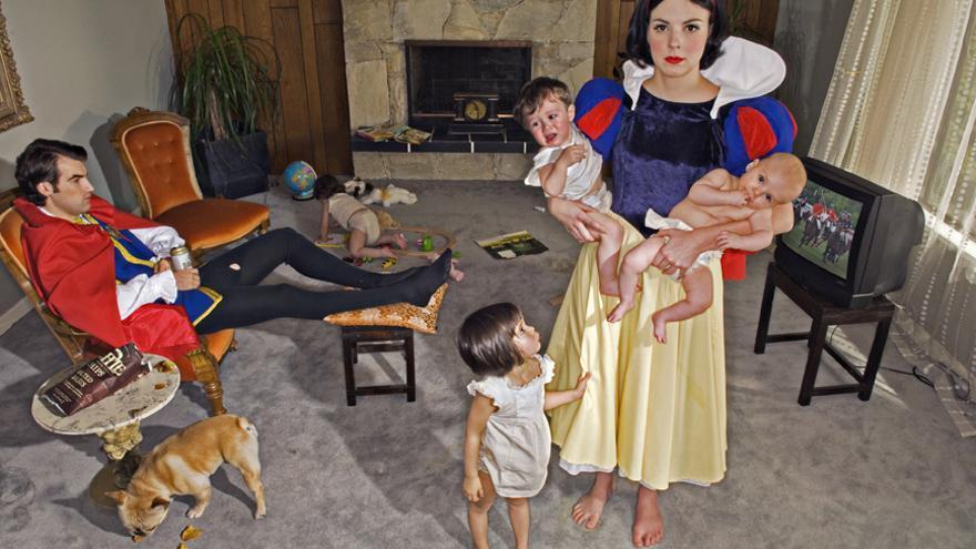 Foto de la serie 'Princesas caídas' de la fotógrada Dina Goldstein.