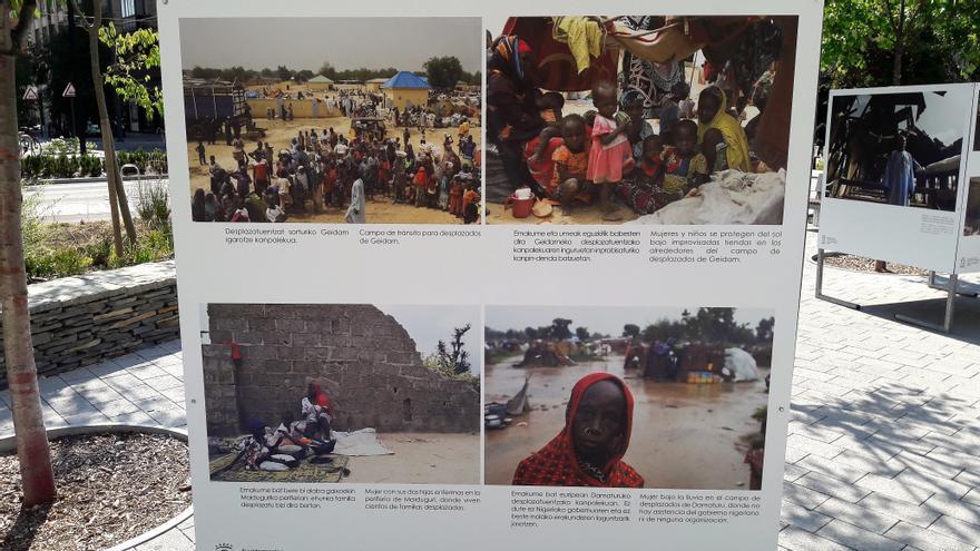 Cuatro de las fotografías que componen la exposición. En ellas, se aprecian las condiciones de vida de los nigerianos.