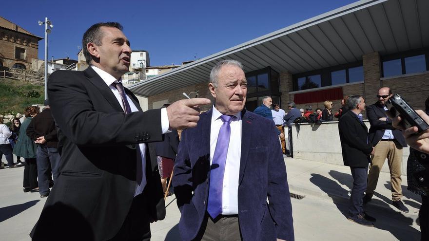 A la derecha, el presidente de la Diputación Provincial de Huesca, Miguel Gracia