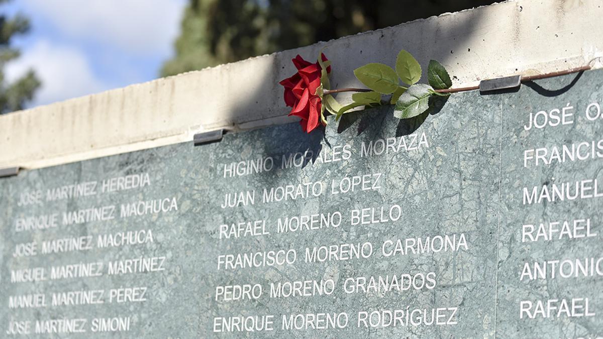 Muro de la Memoria en el cementerio de La Salud