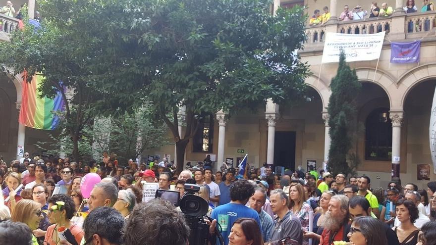 Reparten más de un millón de papeletas en Barcelona y toda Cataluña para votar