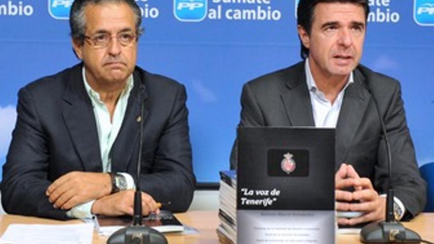 Antonio Alarcó y José Manuel Soria, este lunes. (ACFI PRESS)