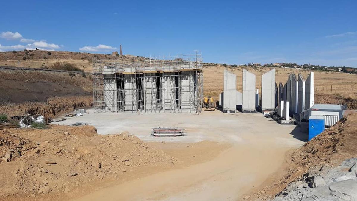 Obras para suprimir el paso a nivel a 5 km al sur de la ciudad de Cáceres