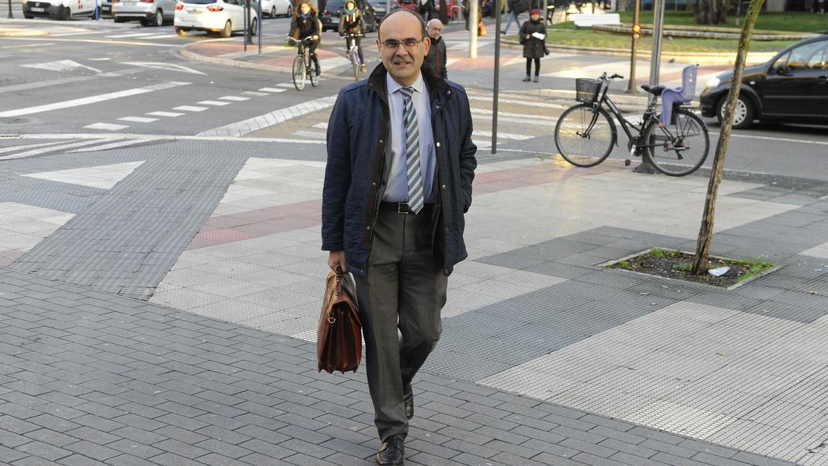 El presidente del tribunal del 'caso De Miguel', Jaime Tapia, durante el juicio