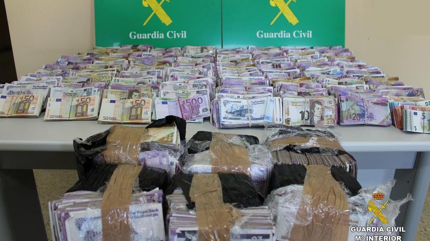 Intervenido casi un millón de euros en libras esterlinas en un coche en Anero