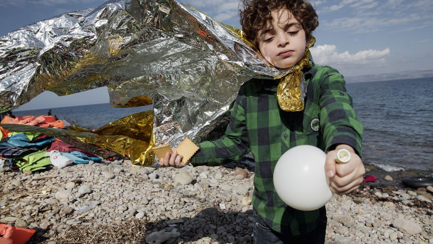 Adam llegó a la isla griega de Lesbos viajando junto a su madre, ambos iraquís. Su padre todavía no ha cruzado a Europa.   Médicos sin Fronteras