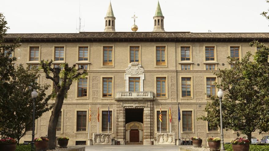 En el Pignatelli, sede del Gobierno de Aragón, trabajan alrededor de 1.200 funcionarios.