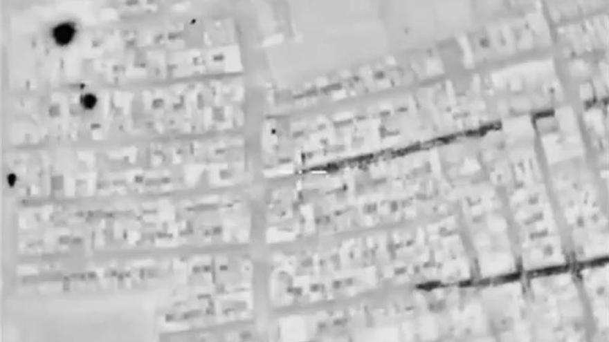 Los civiles abandonan los barrios asediados de Alepo golpeados por los bombardeos