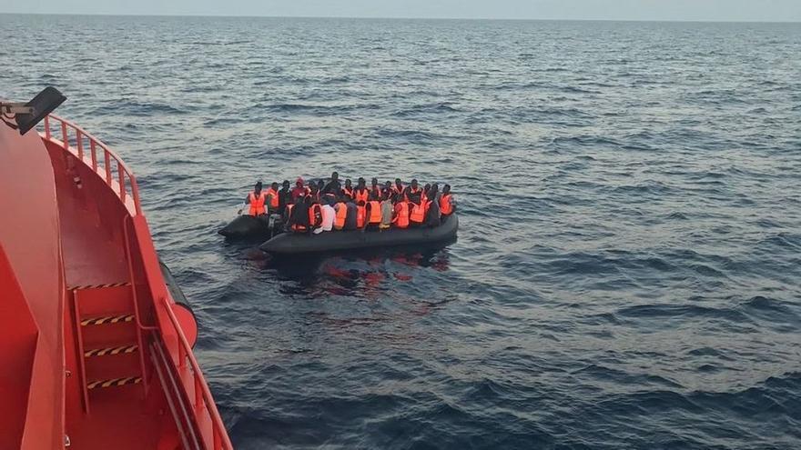 Aumentan a 247 las personas trasladadas a Algeciras este domingo rescatadas de 24 pateras en el Estrecho