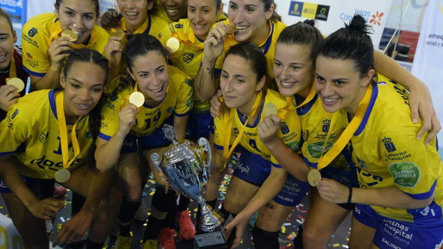 El Rocasa está a 60 minutos de lograr su primer título de liga en la máxima categoría del balonmano femenino español