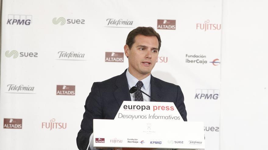 """Rivera dice que 47 millones de españoles no pueden depender de """"cómo tenga el día Torra"""""""