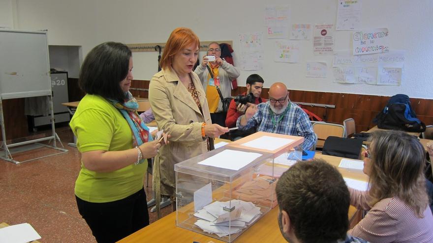 La candidata de UdalBerri a la Alcaldía de Bilbao cede su derecho al voto a una inmigrante
