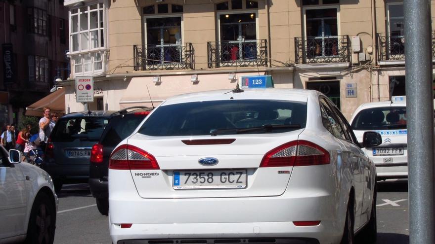 Taxistas de Santander llevarán gratis a los médicos a su trabajo a partir de mañana