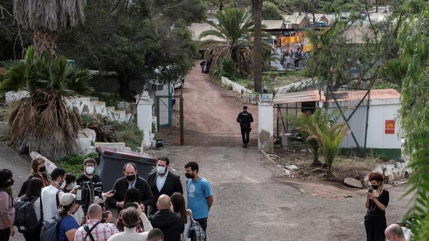 """Eurodiputados acusan al Gobierno de """"esconder"""" el campamento para migrantes de Barranco Seco"""