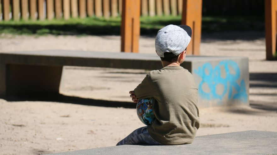 """Cómo hacer ciudades para la infancia: ¿Y si cambiamos """"prohibido jugar a la pelota"""" por """"juega respetando""""?"""
