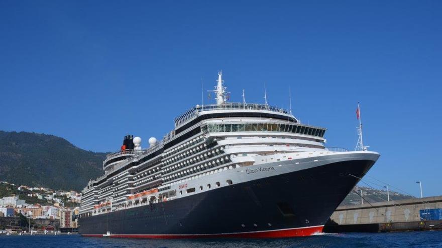 En la imagen, el Queen Victoria, el pasado mes de diciembre, en el puerto de Santa Cruz de La Palma.