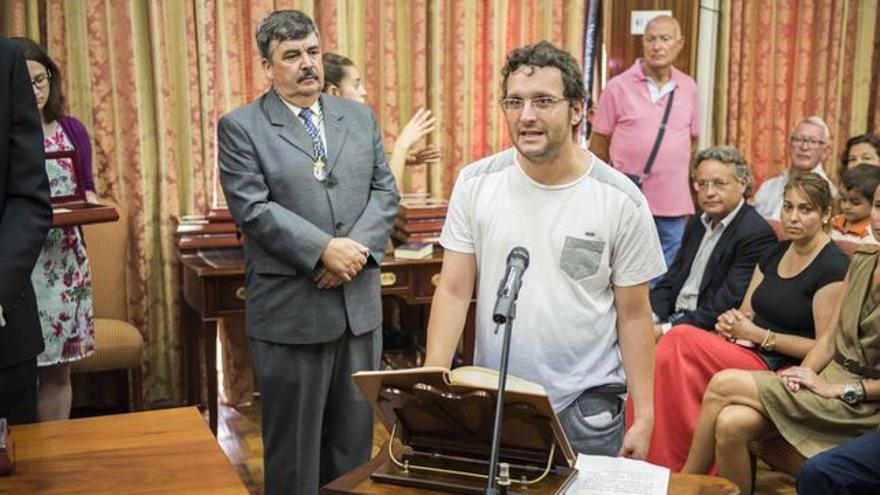 Dailos González en su toma de posesión como consejero del Cabildo de La Palma. Foto: LUZ RODRÍGUEZ.