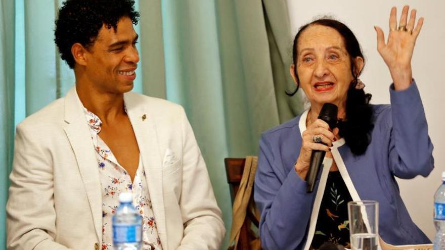 El cubano Carlos Acosta regresa a la danza clásica en tributo a sus maestros