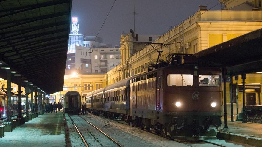 Un tren aguarda en la Estación Central de Belgrado, una de las paradas del mítico Orient Express. Leander Matzek