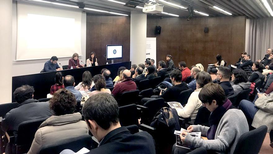 César Martínez, Empar Marco y Jéssica Crespo en la presentación de la programación de À Punt Radio