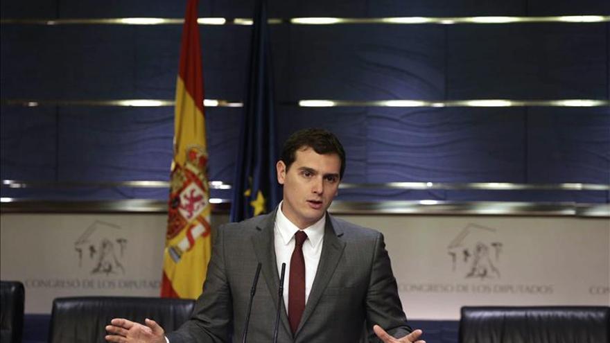 """Rivera: """"No hay una sola fisura"""" con PP y PSOE en la defensa de la unidad"""""""