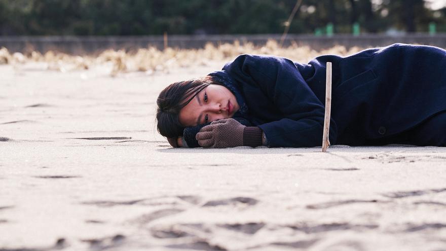 En la playa sola de noche, de Hong Sang-soo