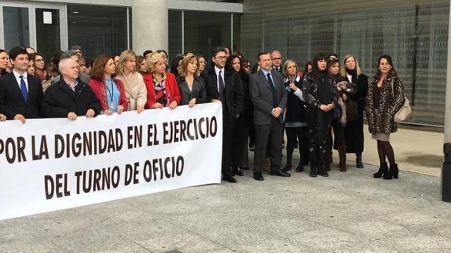 Los abogados de Murcia se manifiestan por un Turno de Oficio digno