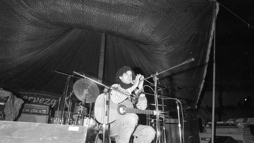 Carlos Cano, durante un concierto en los años 80 | Foto: Pablo Juliá