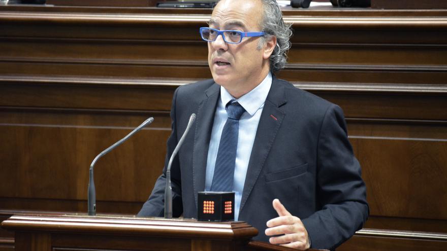 El consejero de Sanidad Jesús Morera en el Parlamento de Canarias (Flickr Parlamento)