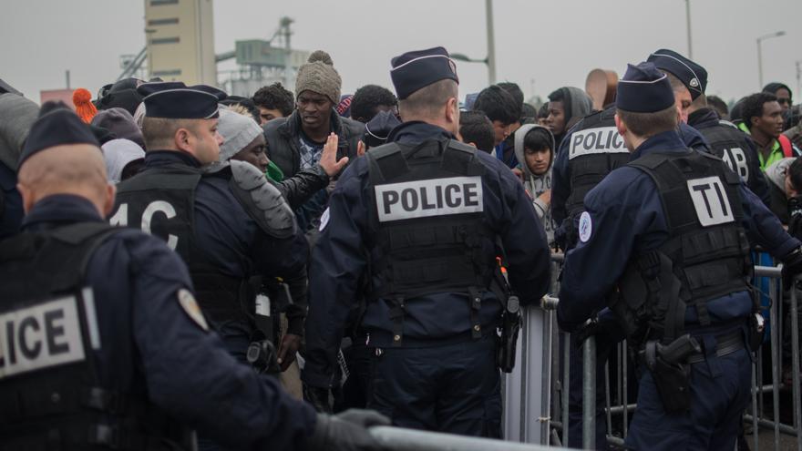 Despliegue policial durante el desalojo de Calais | Eduardo Granados