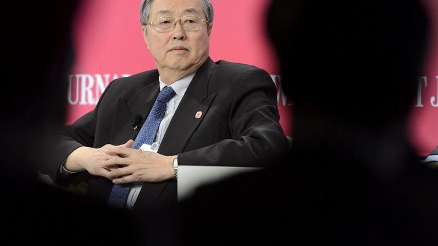El gobernador del banco central chino augura estabilidad en el mercado financiero