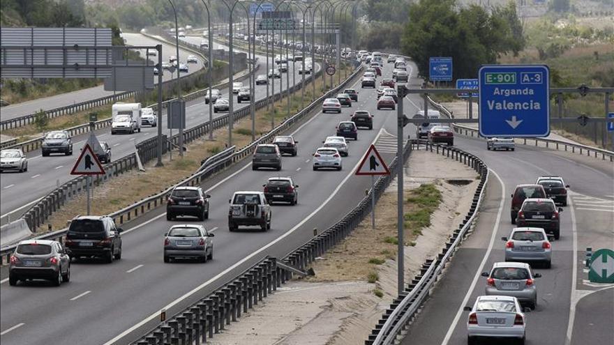 Velocidad y el uso del móvil, lo que más infringen los conductores ante sus hijos