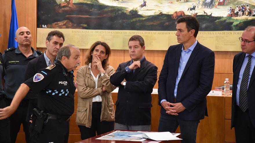 Pedro Sánchez ha visitado Almansa para interesarse por los daños producidos por el temporal. Foto: JCCM