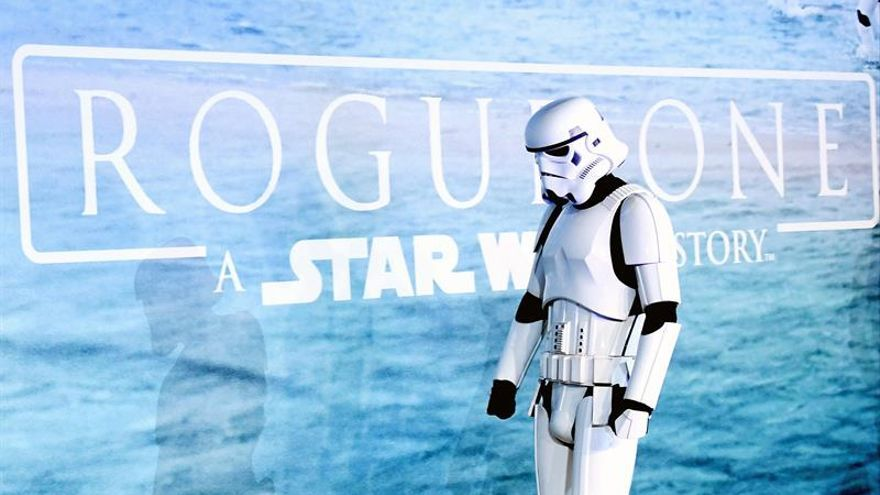 """""""Rogue One"""", el nuevo filme de """"Star Wars"""", aterriza en los cines de EE.UU."""