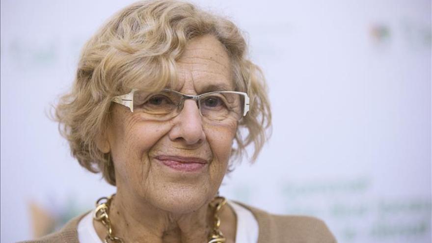"""Carmena recuerda a """"amigos"""" asesinados que ayudaron a lograr la libertad"""