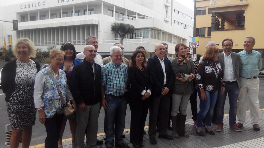 Antonio Morales con el resto de candidatos de Nueva Canarias al Cabildo de Gran Canaria.