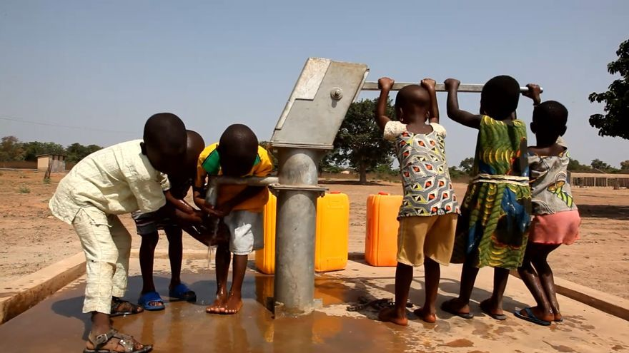 Pozo de agua en Tamarou (Benín) / Auara