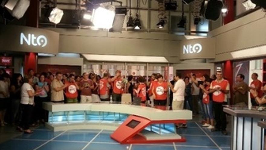 Trabajadores De RTVV Ocupan El Plató De Informativos En Protesta Por El ERE
