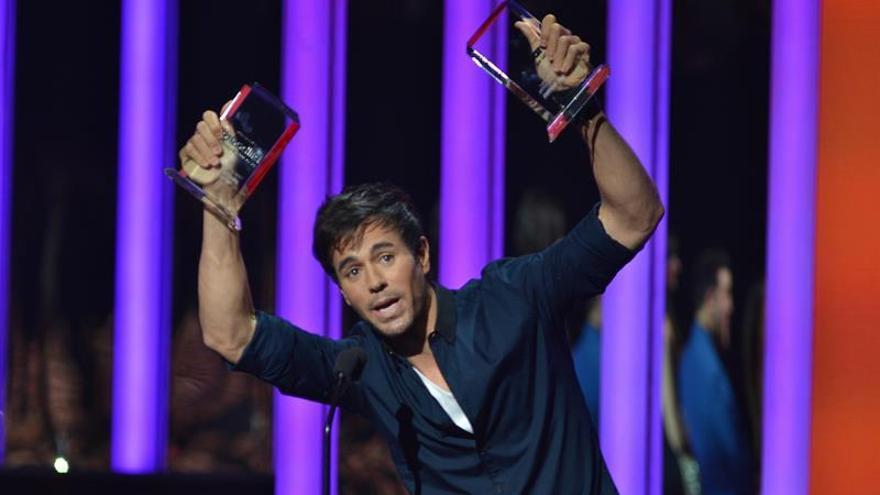 Enrique Iglesias en una entrega de premios.  