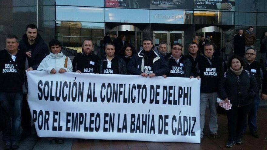 """Extrabajadores de Delphi piden """"ayuda"""" al Parlamento Europeo y medidas para crear empleo en la provincia"""