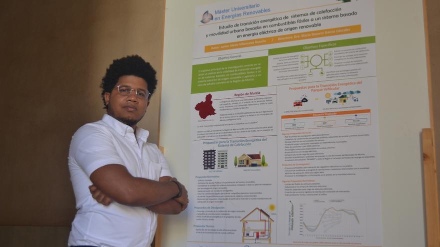 Junior Villanueva, alumno del Máster Universitario en Energías Renovables, se ha llevado el premio al mejor póster durante las II Jornadas de Proyectos en Energías Renovables y Eficiencia Energética