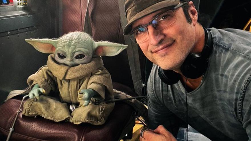 Robert Rodríguez, con Baby Yoda