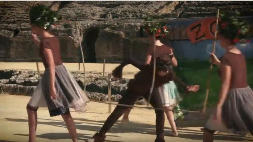 Un flashmob sorprende a los visitantes del conjunto arqueológico de Itálica en el Día de la Música