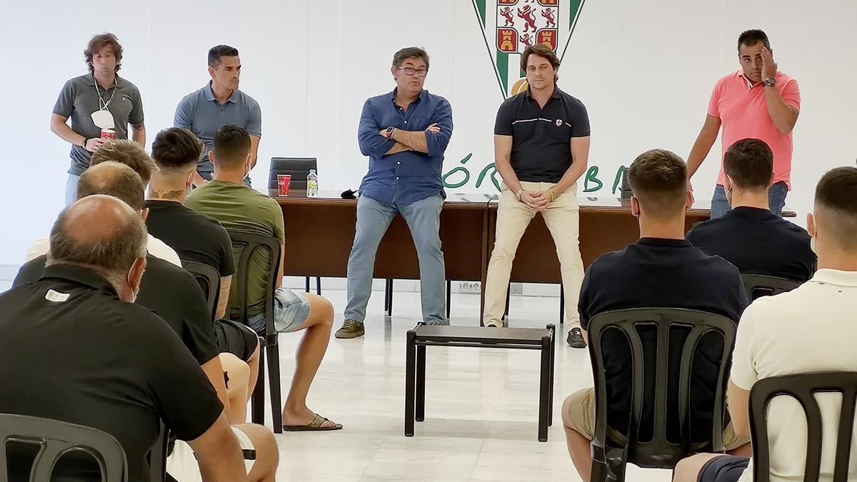 Reunión de directivos y técnicos con los jugadores del Córdoba
