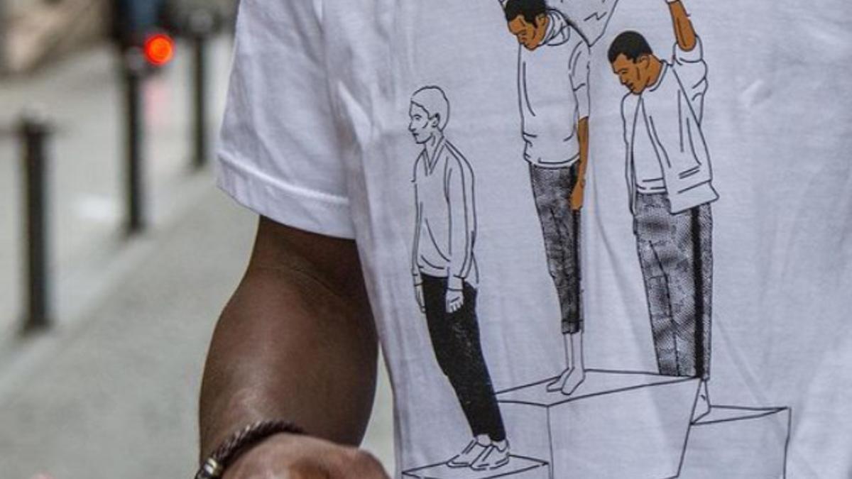 Detalle de una de las camisetas de la nueva marca 'Pantera', creada por el Sindicato de Manteros de Madrid