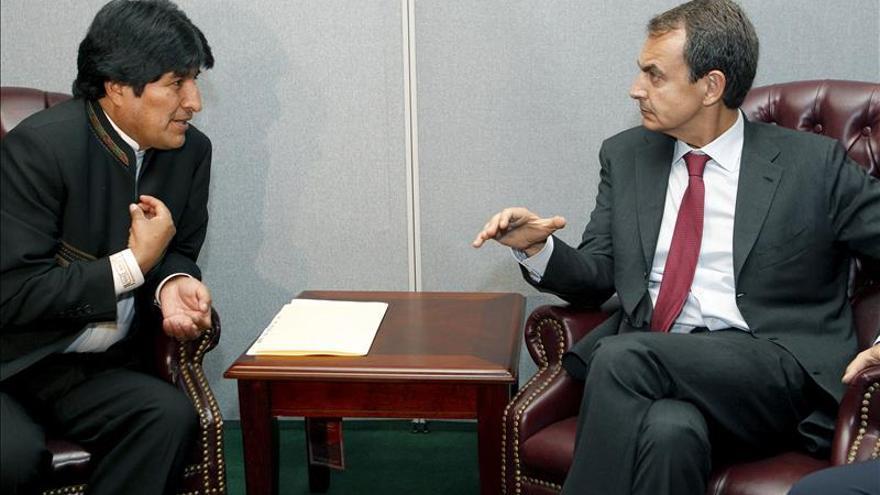 Zapatero se reunirá con Morales y será investido honoris causa en Bolivia