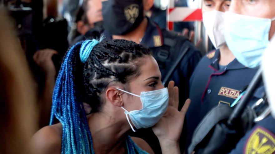 Las amenazas de los antivacunas se desinflan en Italia