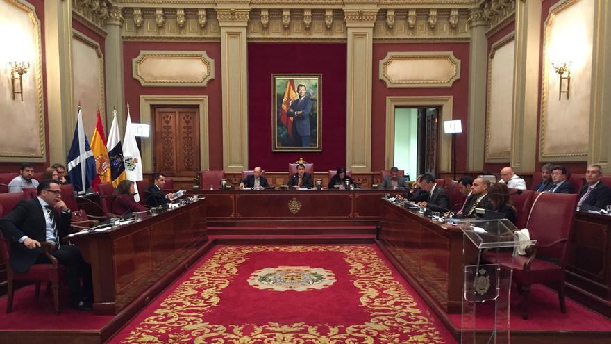 Pleno del Ayuntamiento de Santa Cruz de Tenerife. (@DavidCuestaTV)
