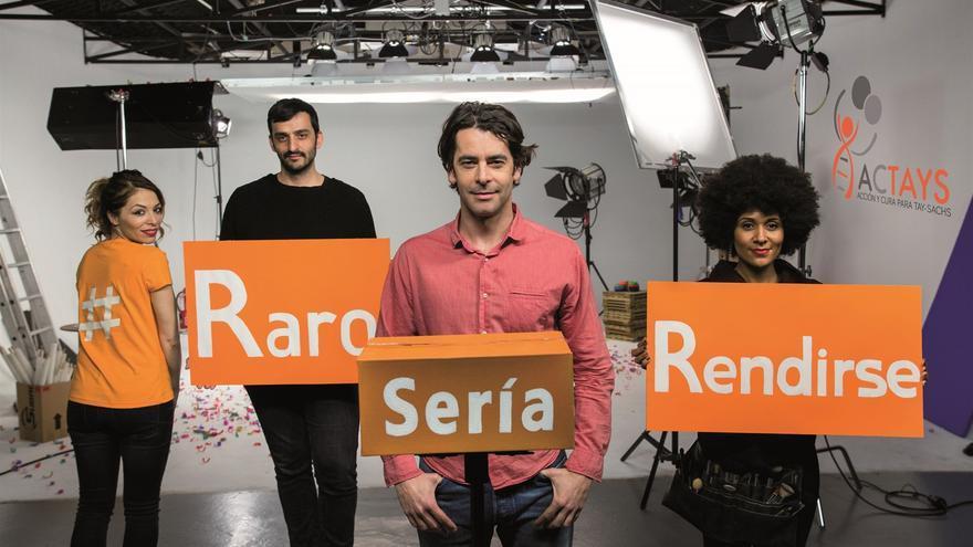 Eduardo Noriega y el equipo del cortometraje.